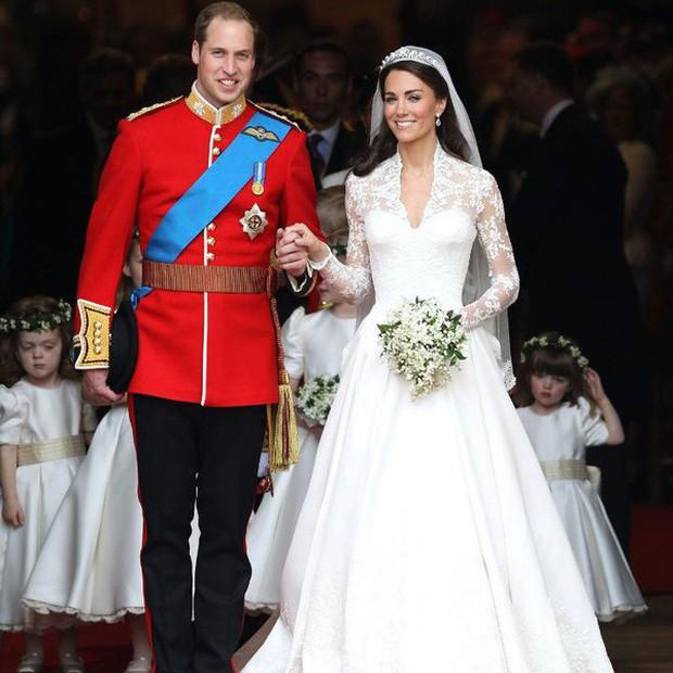 Mê chiếc váy cưới xa xỉ của Công nương Kate, các cô dâu tương lai đã có lựa chọn bình dân hơn từ BST mới nhất của H&M  - Ảnh 1.