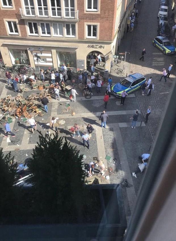 Nóng: Xe bán tải lao vào đám đông ở Đức, hơn 30 người thương vong, tài xế tự sát - Ảnh 3.