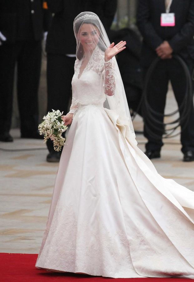 Mê chiếc váy cưới xa xỉ của Công nương Kate, các cô dâu tương lai đã có lựa chọn bình dân hơn từ BST mới nhất của H&M  - Ảnh 3.