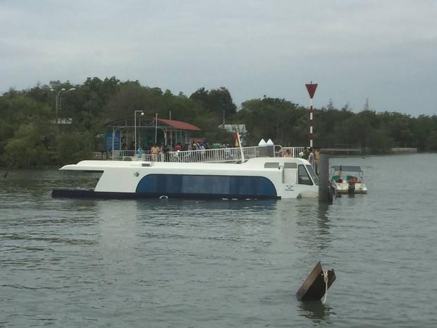 Tàu cao tốc triệu USD ở Sài Gòn bị nước tràn vào khoang, 42 hành khách hoảng sợ - Ảnh 1.