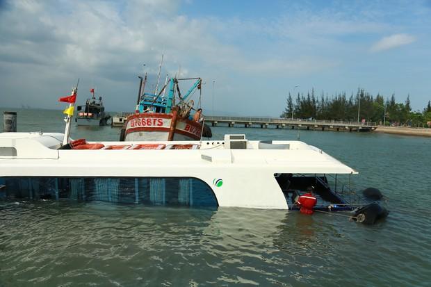 Cận cảnh trục vớt tàu cao tốc trị giá cả triệu USD bị chìm ở Sài Gòn - Ảnh 1.