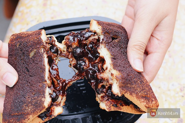 Hà Nội mới xuất hiện bánh mì kẹp trân châu phô mai và không ai ngờ người ăn thử lại phản ứng thế này - Ảnh 4.