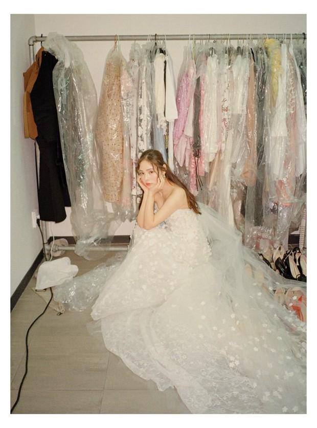 Tốn đến 240 giờ thực hiện, bảo sao Vogue khen Min Hyorin có chiếc váy cưới đỉnh nhất Kbiz! - Ảnh 3.