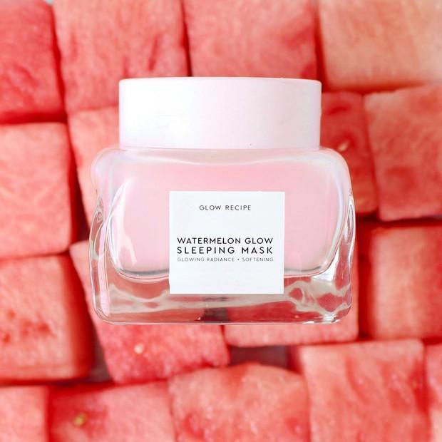 Mặt nạ màu hồng siêu xinh, thơm nức mùi dưa hấu giúp da căng bóng chỉ sau một đêm này đang là chân ái của nhiều cô nàng trên Instagram - Ảnh 2.
