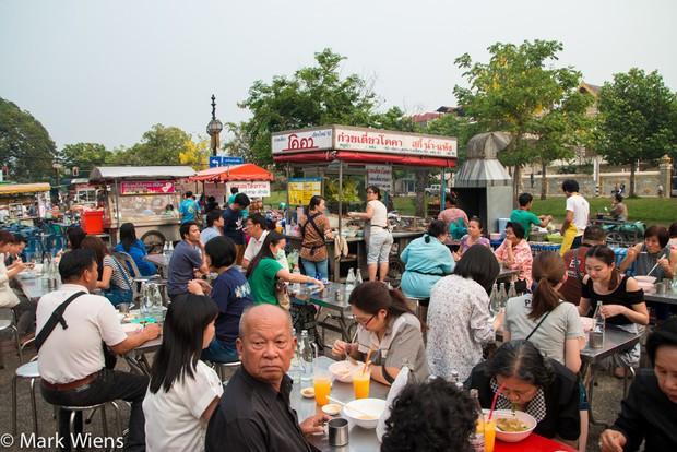 Chỉ điểm nơi thưởng thức món ngon ở Chiang Mai (Thái Lan) mà giá mềm không thể tưởng - Ảnh 2.