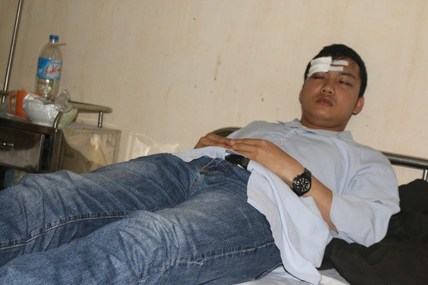 Hà Tĩnh: Bác sỹ và sinh viên thực tập bị người nhà bệnh nhân đánh trọng thương - Ảnh 2.