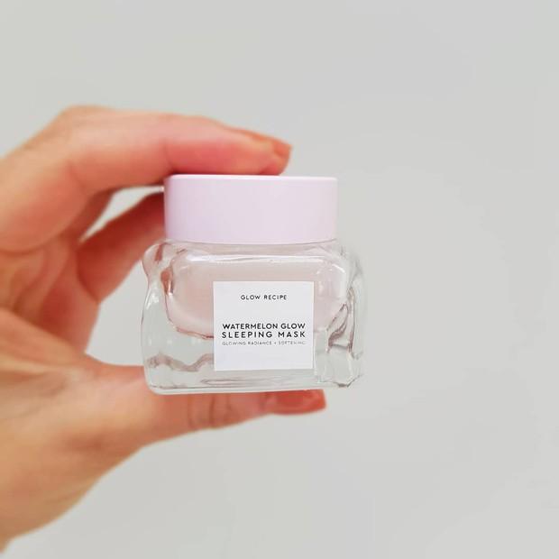 Mặt nạ màu hồng siêu xinh, thơm nức mùi dưa hấu giúp da căng bóng chỉ sau một đêm này đang là chân ái của nhiều cô nàng trên Instagram - Ảnh 8.