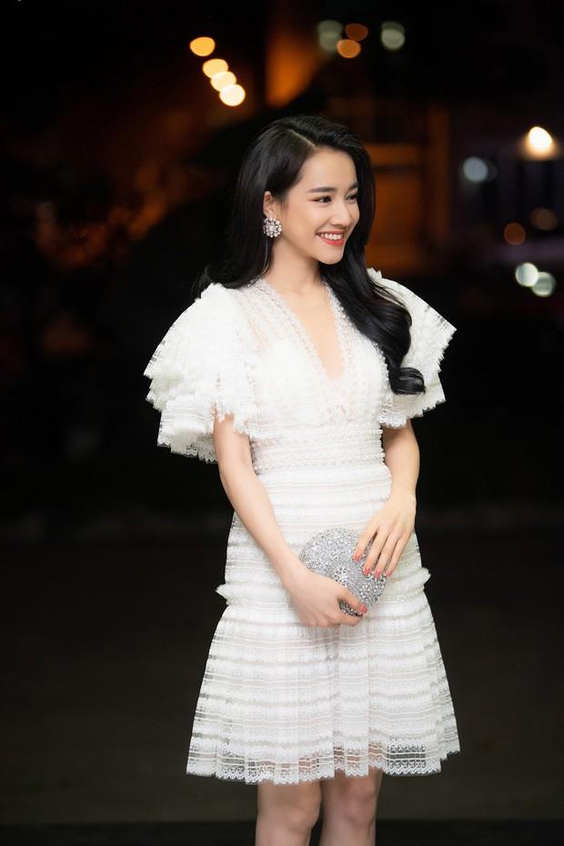 Im lặng giữa scandal tình cảm, Nhã Phương xuất hiện đẹp nổi bật với vai trò giám khảo cuộc thi làm phim - Ảnh 1.