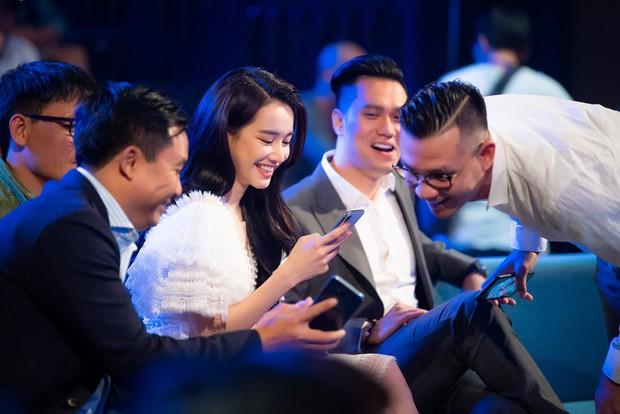 Im lặng giữa scandal tình cảm, Nhã Phương xuất hiện đẹp nổi bật với vai trò giám khảo cuộc thi làm phim - Ảnh 10.
