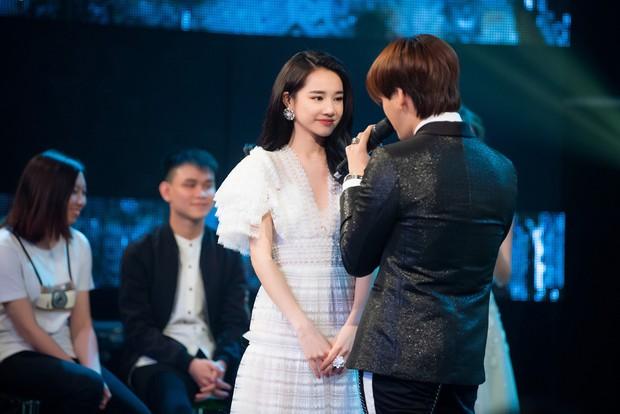 Im lặng giữa scandal tình cảm, Nhã Phương xuất hiện đẹp nổi bật với vai trò giám khảo cuộc thi làm phim - Ảnh 6.