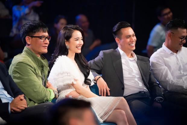 Im lặng giữa scandal tình cảm, Nhã Phương xuất hiện đẹp nổi bật với vai trò giám khảo cuộc thi làm phim - Ảnh 4.