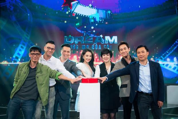 Im lặng giữa scandal tình cảm, Nhã Phương xuất hiện đẹp nổi bật với vai trò giám khảo cuộc thi làm phim - Ảnh 8.