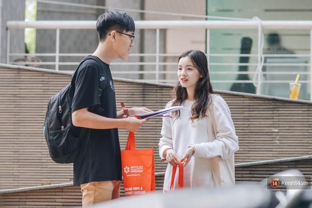 Học sinh lớp 12 hào hứng với ngày hội tuyển sinh 2018 của Đại học Ngoại Thương - Ảnh 6.