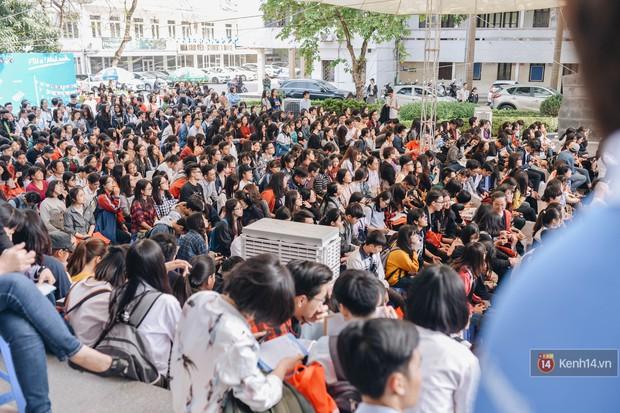 Học sinh lớp 12 hào hứng với ngày hội tuyển sinh 2018 của Đại học Ngoại Thương - Ảnh 2.