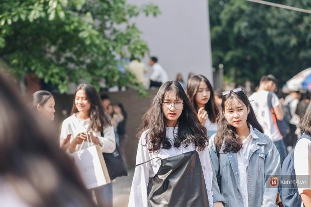 Học sinh lớp 12 hào hứng với ngày hội tuyển sinh 2018 của Đại học Ngoại Thương - Ảnh 11.
