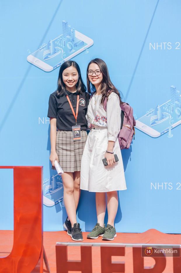 Học sinh lớp 12 hào hứng với ngày hội tuyển sinh 2018 của Đại học Ngoại Thương - Ảnh 10.