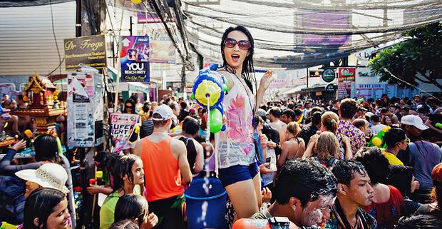 Câu chuyện xâm hại tình dục mỗi mùa lễ hội té nước Songkran: Khi nạn nhân vẫn bị đổ lỗi vì ăn mặc hở hang! - Ảnh 4.