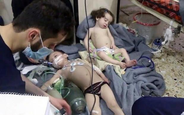 Hình ảnh kinh hoàng được cho là do tấn công hóa học ở Douma (Syria) - Ảnh 6.