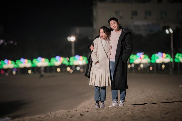 Jung Hae In xoa đầu và ôm ấp Son Ye Jin tình thế này, không thể tin đây chỉ là hậu trường! - Ảnh 7.