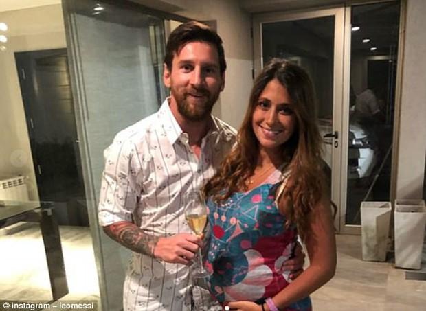Bạn có nhận ra điều gì sau những bức hình chào năm mới của Ronaldo và Messi? - Ảnh 3.