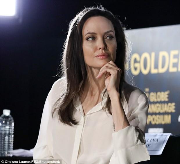 Sút cân quá nhiều, Angelina Jolie bốc lửa năm nào giờ trở nên xanh xao, hốc hác trên thảm đỏ - Ảnh 6.