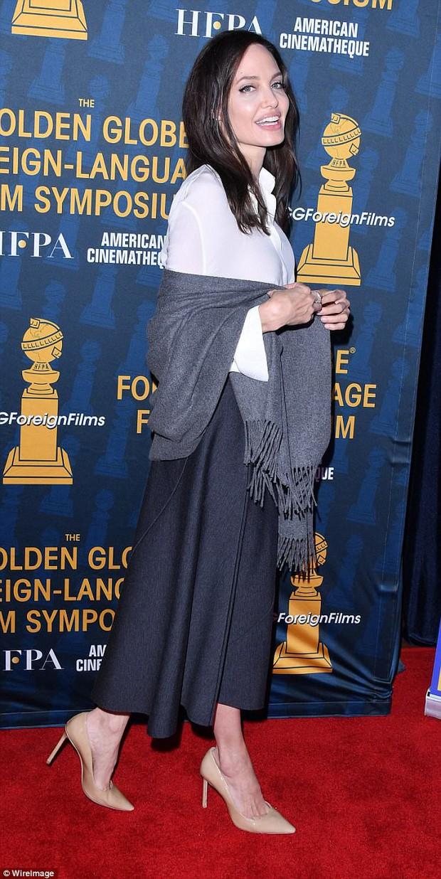 Sút cân quá nhiều, Angelina Jolie bốc lửa năm nào giờ trở nên xanh xao, hốc hác trên thảm đỏ - Ảnh 4.