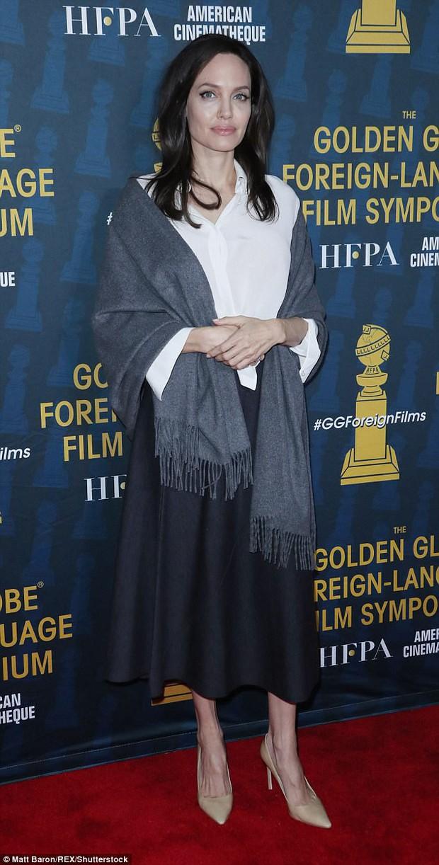 Sút cân quá nhiều, Angelina Jolie bốc lửa năm nào giờ trở nên xanh xao, hốc hác trên thảm đỏ - Ảnh 2.
