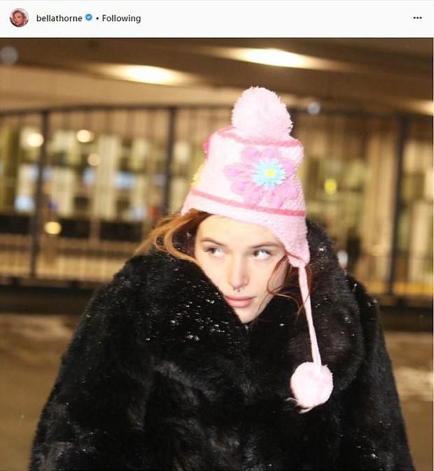 Công chúa Disney Bella Thorne bất ngờ tiết lộ bị lạm dụng tình dục từ bé cho tới năm 14 tuổi - Ảnh 1.