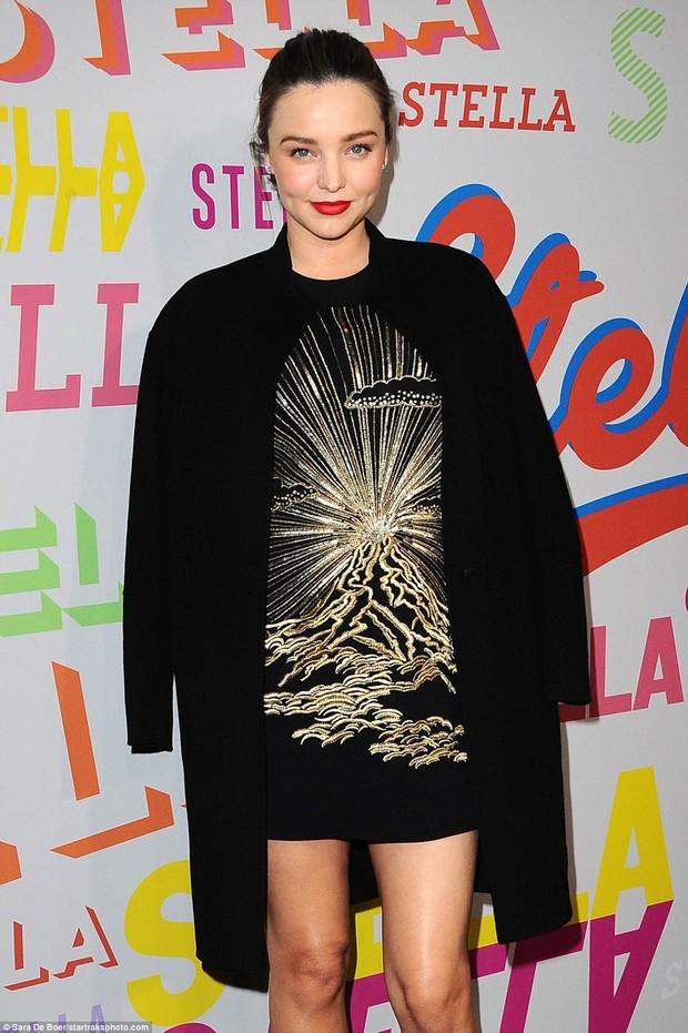 Bụng mang dạ chửa, Miranda Kerr vẫn là bông hoa xinh đẹp nhất giữa dàn sao nữ đình đám - Ảnh 2.