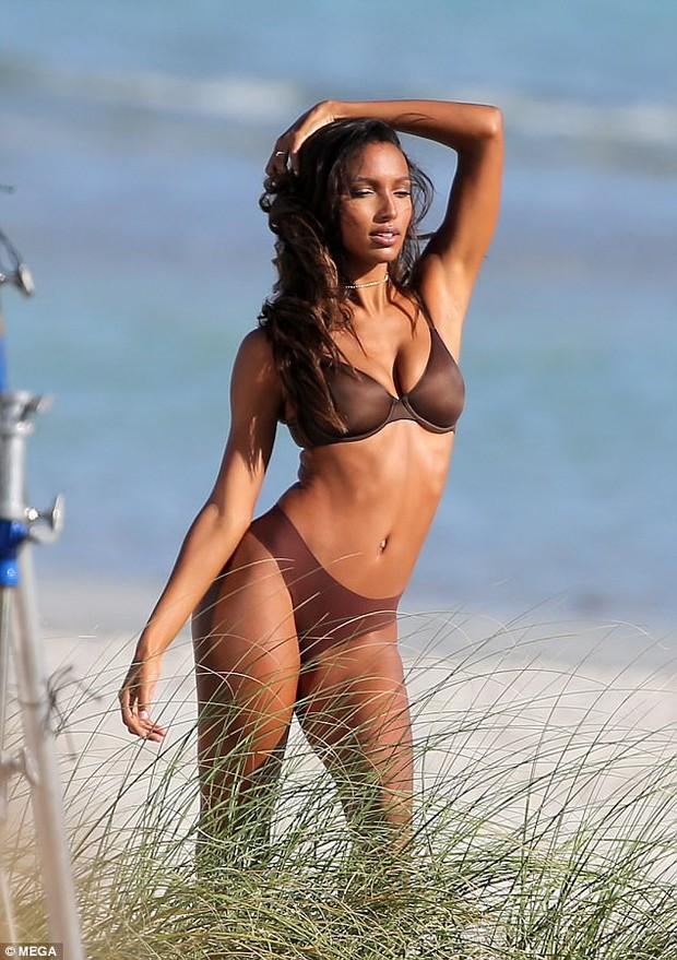 Body bốc lửa của dàn thiên thần Victorias Secret này chính là động lực để bạn đến phòng gym ngay! - Ảnh 7.