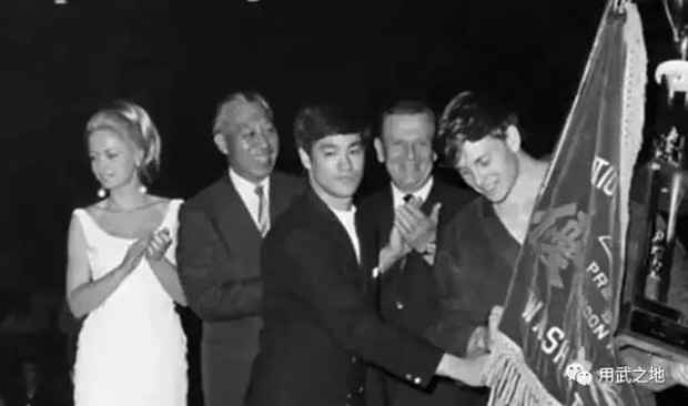 Cuộc đời vị đệ tử thành công nhất của Lý Tiểu Long, đồng thời là cha đẻ của bộ môn Kickboxing - Ảnh 4.
