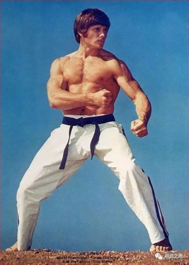 Cuộc đời vị đệ tử thành công nhất của Lý Tiểu Long, đồng thời là cha đẻ của bộ môn Kickboxing - Ảnh 2.