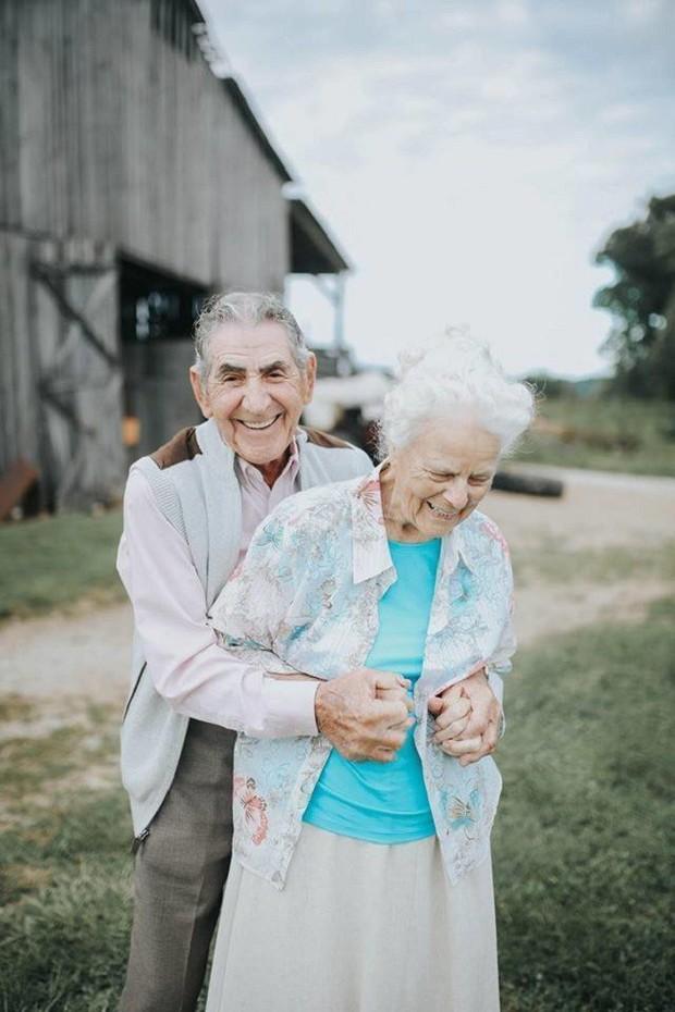 Gần 70 năm chưa từng rời bỏ nhau nửa bước, cặp vợ chồng này đã chứng minh cho cả thế giới thấy tình yêu lãng mạn không phân biệt tuổi tác - Ảnh 1.