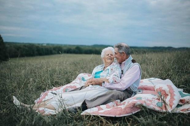 Gần 70 năm chưa từng rời bỏ nhau nửa bước, cặp vợ chồng này đã chứng minh cho cả thế giới thấy tình yêu lãng mạn không phân biệt tuổi tác - Ảnh 2.