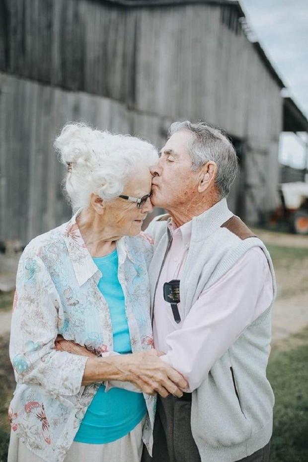 Gần 70 năm chưa từng rời bỏ nhau nửa bước, cặp vợ chồng này đã chứng minh cho cả thế giới thấy tình yêu lãng mạn không phân biệt tuổi tác - Ảnh 11.