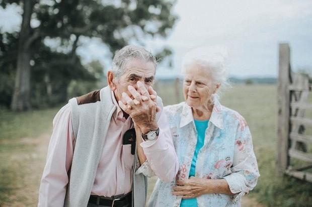 Gần 70 năm chưa từng rời bỏ nhau nửa bước, cặp vợ chồng này đã chứng minh cho cả thế giới thấy tình yêu lãng mạn không phân biệt tuổi tác - Ảnh 3.