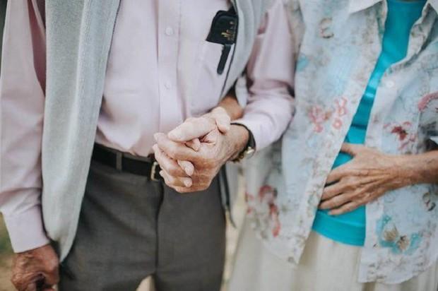 Gần 70 năm chưa từng rời bỏ nhau nửa bước, cặp vợ chồng này đã chứng minh cho cả thế giới thấy tình yêu lãng mạn không phân biệt tuổi tác - Ảnh 4.