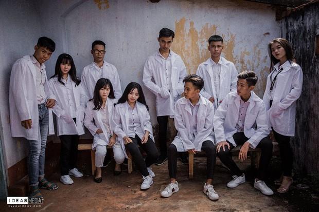 Bộ ảnh kỷ yếu rùng rợn chụp trong bệnh viện bỏ hoang của nhóm học sinh Bình Phước - Ảnh 12.