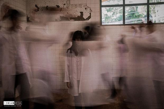 Bộ ảnh kỷ yếu rùng rợn chụp trong bệnh viện bỏ hoang của nhóm học sinh Bình Phước - Ảnh 2.