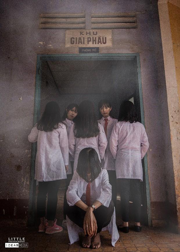 Bộ ảnh kỷ yếu rùng rợn chụp trong bệnh viện bỏ hoang của nhóm học sinh Bình Phước - Ảnh 1.