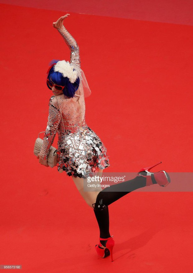 Khi thảm đỏ Cannes trở thành cái chợ của những mỹ nhân Âu - Á không ai biết tên bon chen bằng được - Ảnh 18.