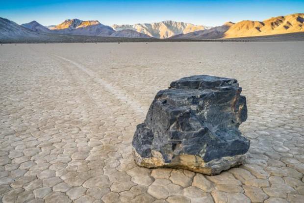 Bí ẩn hàng thập kỷ về hòn đá tự lăn ở Thung lũng Chết có thể đã tìm ra lời giải - Ảnh 3.