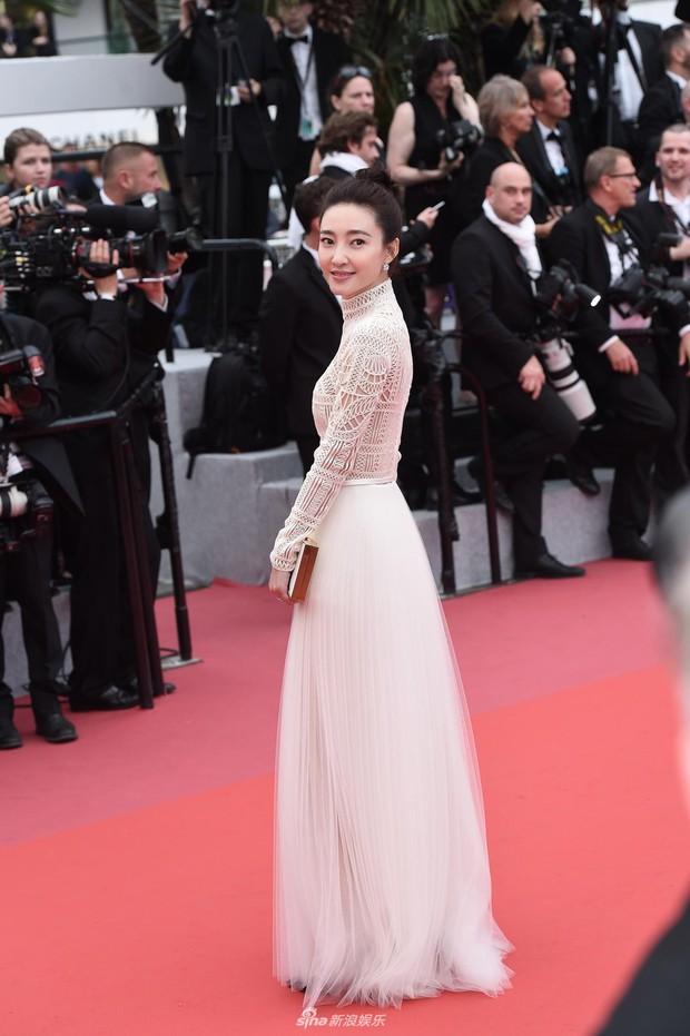 Thảm đỏ LHP Cannes ngày 2: Bồ cũ G-Dragon lộ vòng 1 lép kẹp, lu mờ trước sao nữ ngực khủng làm trò lố - Ảnh 9.