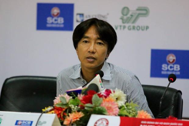 CLB TP.HCM lên tiếng về tin đồn đuổi việc HLV Miura - Ảnh 1.