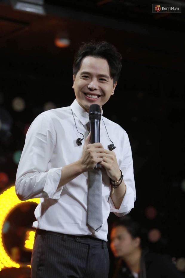 Clip: Trịnh Thăng Bình đang hát, bên dưới khán giả bất ngờ hét Dương Khắc Linh đạo nhạc - Ảnh 3.