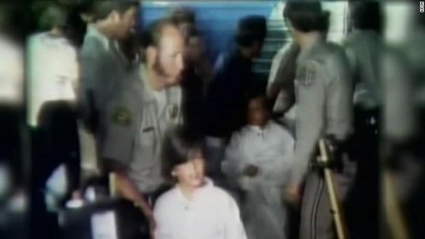"""Vụ bắt cóc tập thể chấn động nhất nước Mỹ: 26 đứa trẻ bị chôn sống 16 giờ trong một """"cỗ quan tài"""" khổng lồ - Ảnh 5."""