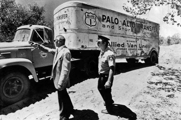 """Vụ bắt cóc tập thể chấn động nhất nước Mỹ: 26 đứa trẻ bị chôn sống 16 giờ trong một """"cỗ quan tài"""" khổng lồ - Ảnh 8."""