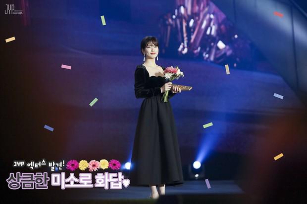 Hình hậu trường nóng hổi của Suzy tại Baeksang: Sải bước ở hầm để xe mà sang như bà hoàng, đẹp hơn cả đi thảm đỏ - Ảnh 19.