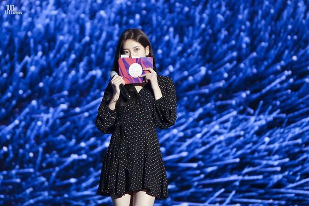 Hình hậu trường nóng hổi của Suzy tại Baeksang: Sải bước ở hầm để xe mà sang như bà hoàng, đẹp hơn cả đi thảm đỏ - Ảnh 4.