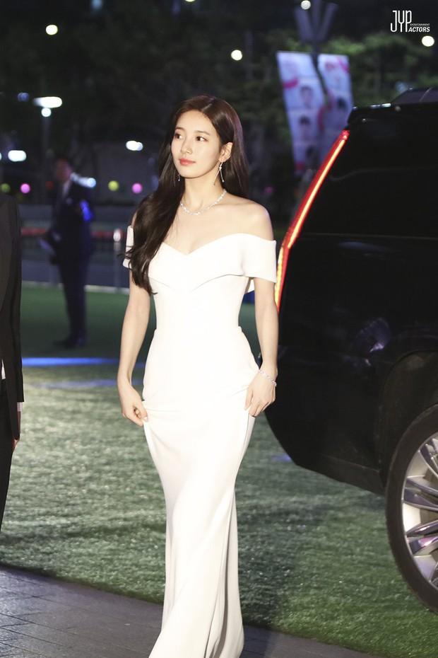 Hình hậu trường nóng hổi của Suzy tại Baeksang: Sải bước ở hầm để xe mà sang như bà hoàng, đẹp hơn cả đi thảm đỏ - Ảnh 31.